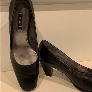 ECCO black leather plateau pump 2 inch heels
